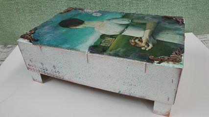 Caja de frutas reciclada y decorada